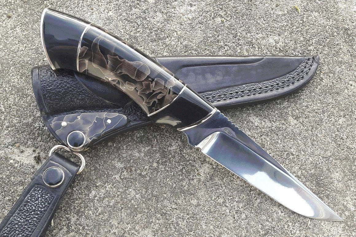 Hunting knife by Bjarne Rasmussen with Raffir Noble bronze handle.